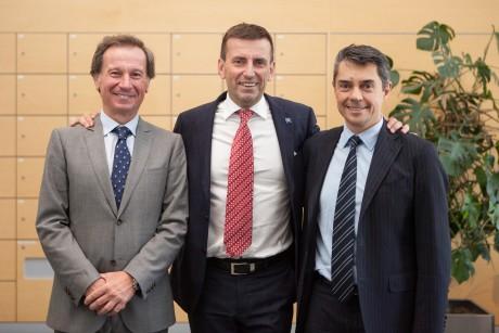 Kündigten auf einer Pressekonferenz das PACE Global Forum an: Pierpaolo Antonioli Center-Geschäftsführer und neuer Executive Director Dieselmotoren bei GM (Mitte),und Marco Gilli, Dekan der Polytechnischen Universität Turin (rechts), neben ihnen steht der bekannte italienische Astronaut Maurizio Cheli.