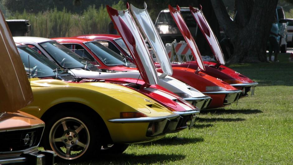 Opel GTs in line
