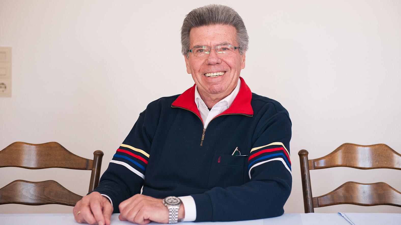 """In der ersten Etage des Restaurants """"Zum Hirschen"""" : Horst Müller blickt auf 40 Jahre bei Opel zurück."""