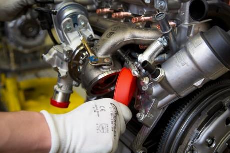 Rote Turbolader-Verschlusskappen ...