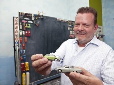 Auch an der Tafel kommen Opel zum Einsatz – dank kleiner Magnete im Boden.