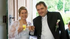 Hochzeitskutsche---das-glückliche-Paar_web