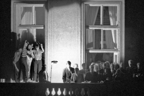 Genscher auf dem Balkon in Prag