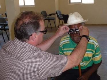 Brillen anpassen auf den Kap Verden
