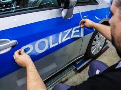 Reportage in der OSV Abteilung (Opel Special Vehicle) in Rüsselsheim, wo die Mitarbeiter den Opel Zafira sowie den neuen Corsa derzeit für die Polizei umbauen und die polizeispezifischen Elektronikinstrumente einbauen