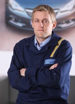 Mateusz Oleksy programuje układy elektryczne