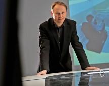 "Portrait des Opel  It-Entwicklers, der sich bei Opel um den Virtual Reality Raum "" Cave"" kümmert"