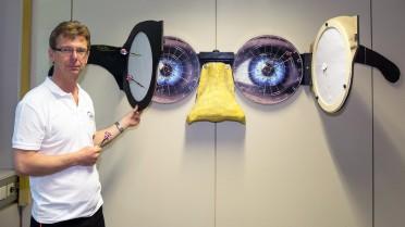 ... dann kontrollieren, wie eine Schutzbrille geholfen hätte (Peter Czetina).