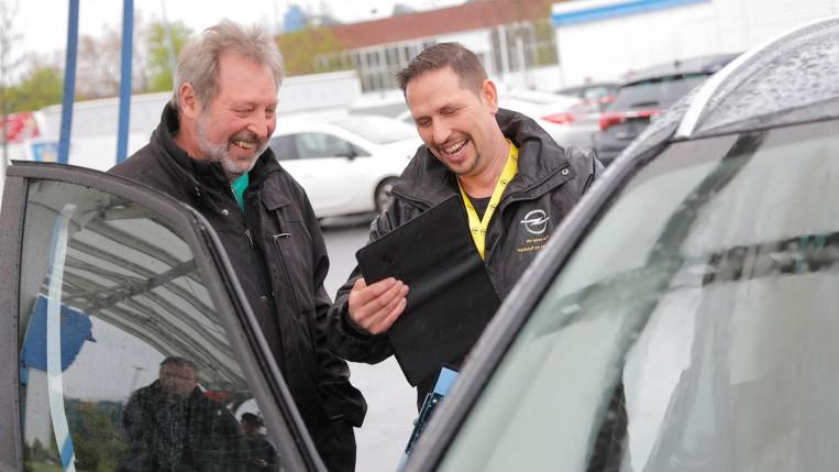 Opel Frühlingsfest für die Mitarbeiter mit Verkauf und Attraktionen