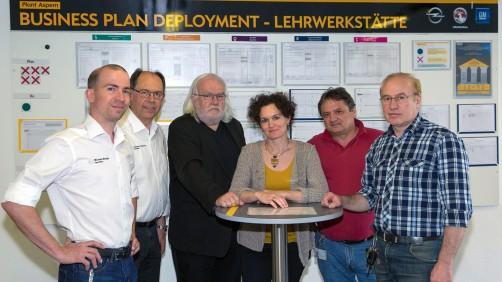 Ulrike Glas im Kreise der Ausbilder (v.l.n.r.: Michael Berger, Günther Androsch, Reinhard Bagyura, Ulrike Glas, Paul Schneemayer, Erich Klein).