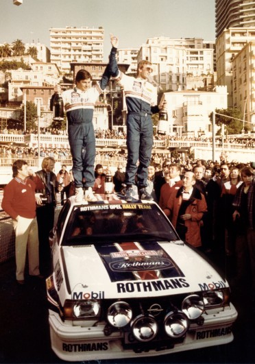 258477_Zum zweiten mal gewinnen Walter Röhrl und Christian Geistdörfer auf Opel Ascona B 400 Rothmans die Rallye Monte Carlo und werden auch Weltmeister. (1982)
