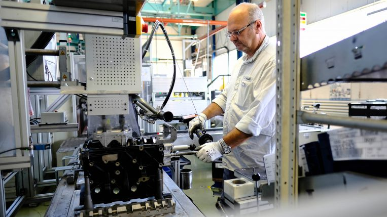 Kaiserslautern, 26.08.2016, Smart Factory am Beispiel der Ölpumpenmontage im Opel Werk Kaiserslautern, Foto: Alexander Heimann / Vollformat Fotografie Dziemballa Heimann UG, Schäfergasse 5, 65428 R`heim, Fon 0177-5626350, Bankverbindung Kreissparkasse Gross Gerau BLZ. 50852553 , KTO. 16003352. Alle Honorare zzgl. 7% MwSt. Steuer NR: 02137830174