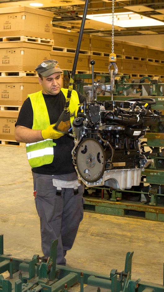 So wird der Motor aus dem Gestell gehoben (Nebosja Markovic)