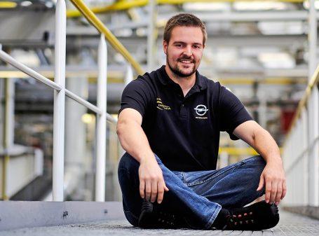 Portrait des Hammerwerfers und Opel Praktikanten Sebastian Lenz