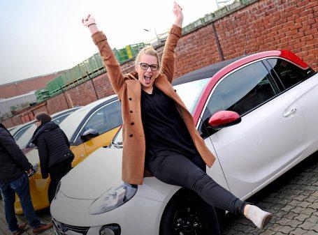Rüsselsheim, 12.11.2016, Produkttag bei Opel mit Verkauf an die Mitarbeiter, Foto: Alexander Heimann / Vollformat  Fotografie Dziemballa Heimann UG, Schäfergasse 5,  65428 R`heim, Fon 0177-5626350, Bankverbindung Kreissparkasse Gross Gerau BLZ. 50852553 , KTO. 16003352. Alle Honorare zzgl. 7% MwSt.  Steuer NR: 02137830174