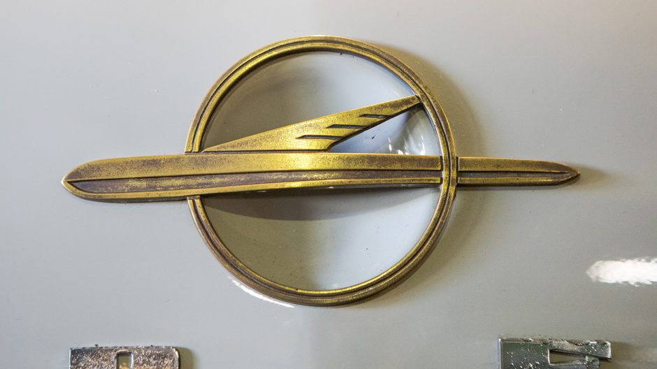 Der Vorläufer des Blitz als Firmen- und Markenlogo: In den 30er-Jahren etablierte sich der Zeppelin als optische Visitenkarte von Opel. Das Luftschiff stand für Fortschritt und Technik und zierte bis in die 1960er-Jahre den Kühlergrill von verschiedenen