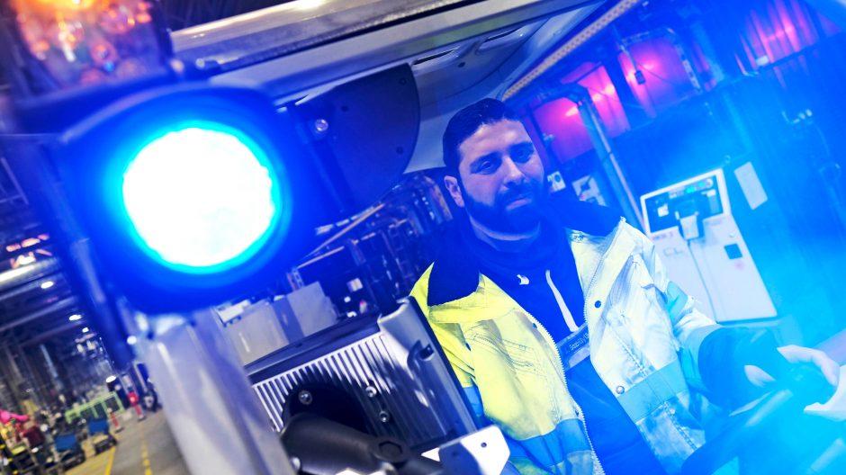 Reportage und Portraits über die Opel-Angestellten des Facility Managements, den neuen Sicherheitsstrahlern auf Gabelstaplern und den Handgelenks-Trackern in der Motorenfertigung