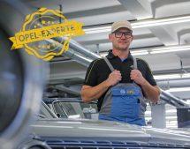 Rüsselsheim ,15.11.2016 ,Opel Post Quiz , in der Classic Werkstatt mit Jens Cooper, Foto: Alexander Heimann / Vollformat  Fotografie Dziemballa Heimann UG, Schäfergasse 5,  65428 R`heim, Fon 0177-5626350, Bankverbindung Kreissparkasse Gross Gerau BLZ. 50852553 , KTO. 16003352. Alle Honorare zzgl. 7% MwSt.  Steuer NR: 02137830174