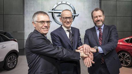 Besiegelt: PSA Group CEO Carlos Tavares, Opel CEO Dr. Karl-Thomas Neumann und GM President Dan Ammann in Genf (von links) – Opel/Vauxhall wechseln von GM zur PSA-Gruppe.
