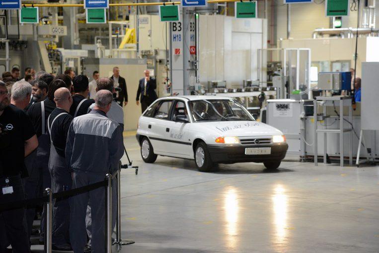 Begurul az első Astra a gyárcsarnokba