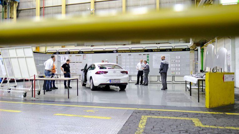 Opel Sinsignia Hauben-und Sitzproduktion im Opel Werk Kaiserslautern