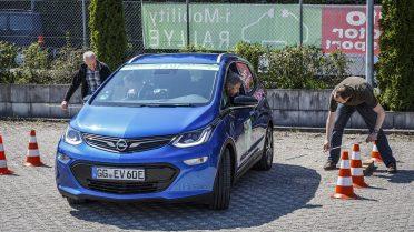 Punktlandung Team-Opel leistet Präzisionsarbeit bei der Rückwärts-Einparken Prüfung