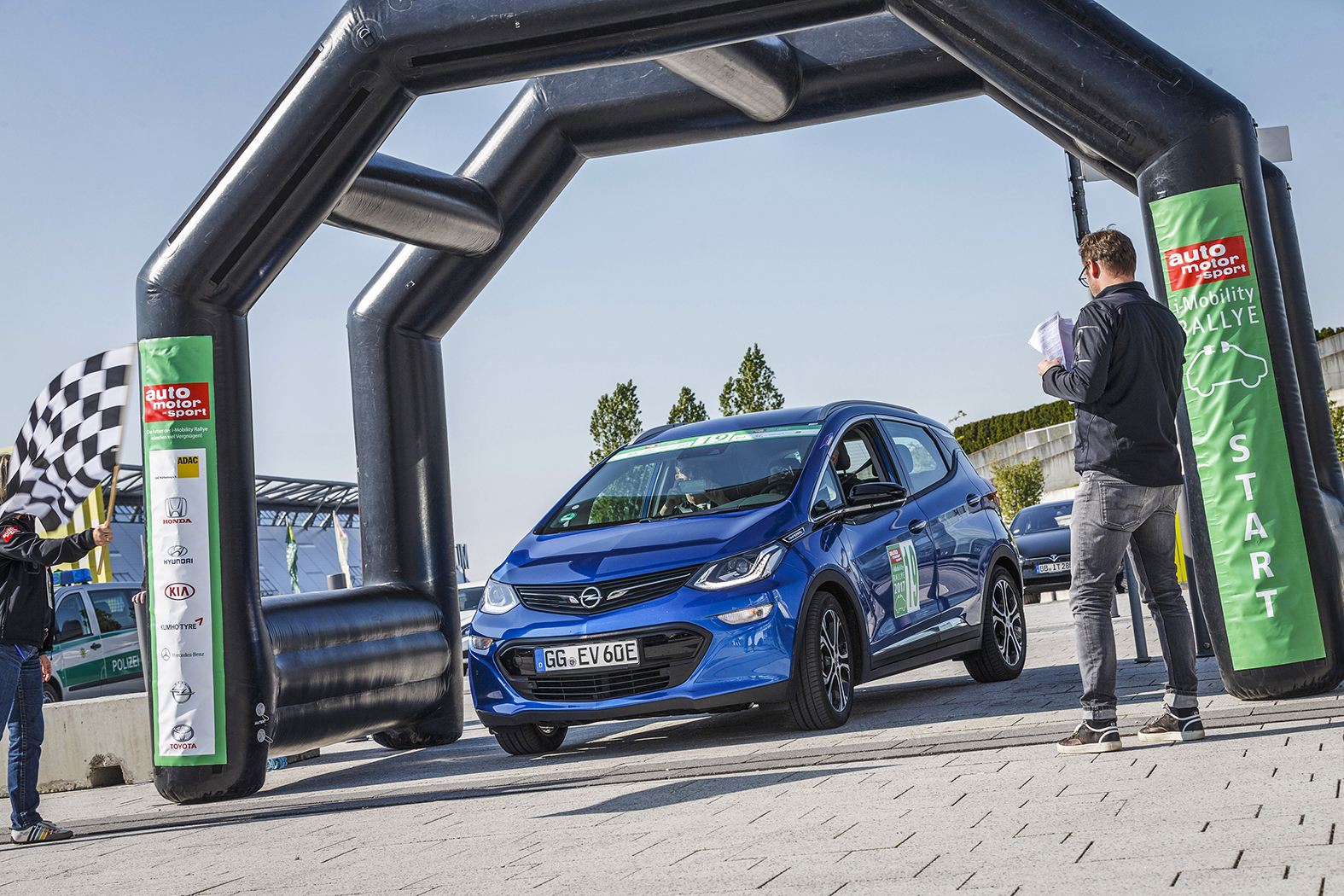 Zieleinfahrt Nicht der schnellste gewinnt die i-Mobility Rallye, sondern der mit den wenigsten Strafpunkten