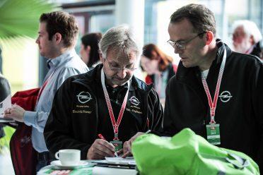 Teamplay Manfred Herrmann (l.) und Axel Seegers (r.) planen ihre Route
