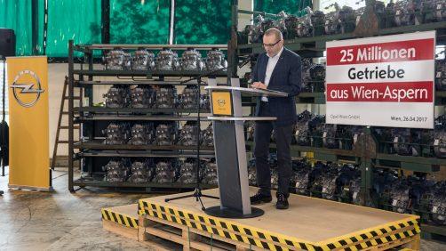 Alfred Hajek/Manager Manufacturing Engineering, Global Facility und Launch hält Rückschau
