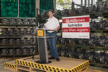 Getriebebau-Fertigungsleiter Michael Salomon bei seiner Rede