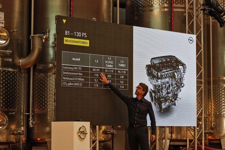 Chefingenieur Olaf Kaden stellt das Motorenportfolio vor. So steht ein umfangreiches, mit manuellen und automatischen Getrieben kombinierbares Portfolio von Benzin über Diesel bis zu LPG (voraussichtlich bestellbar ab Sommer 2017) zur Verfügung.