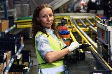 7 lat doświadczenia Marzeny daje jej pełny ogląd na jakość pracy w gliwickiej fabryce. Ocena wypada bardzo pozytywnie.