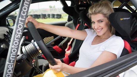 Der Social Media Star Sarah Nowak macht am Freitag (26.05.2017) auf dem Sachsenring in der Nähe von Zwickau ein Fahrtraining in einem Opel ADAM Cup. Nowak fuhr als Beifahrerin im Vorausfahrzeug beim ADAC Opel Adam Rally Cup bei der  Sachsen-Rally 2017 in Zwickau mit.