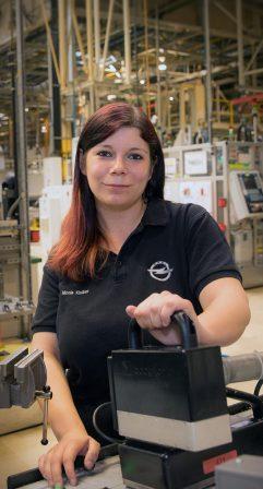 Nicole Kloiber/Instandhalterin in der Motormontage