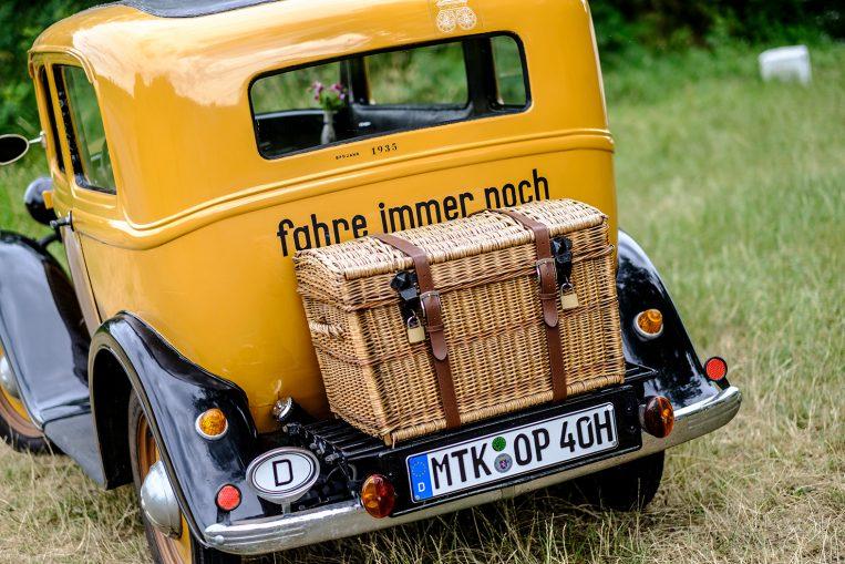 Portrait des Hochheimer Opelaners Dieter Goretzko, der seinen Opel P4 derzeit liebevoll restauriert