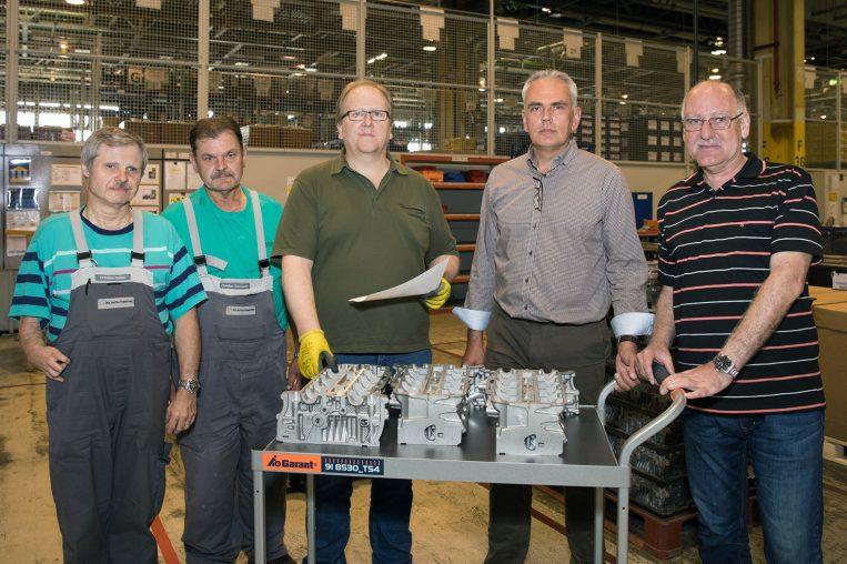 Zvonimir Facol/Leiter Quality Engineering mit Mitarbeitern des Sortierpools (v.l.n.r.: Christian Belletz, Christian Schmierer, Günther Zsivkovics, Zvonimir Facol, Heinz Reichenpfader).