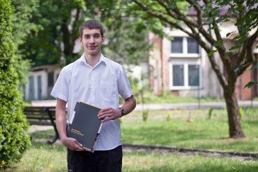 Fabian Kwiatkowski otrzymał nagrodę Opla za najlepsze wyniki w nauce. – O zapisaniu się do tej klasy zdecydowała ciekawość i możliwość nauczenia się czegoś, co przyda się w życiu – mówi.